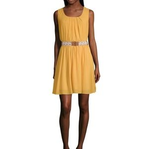 Fit & flare sleeveless dress with belt